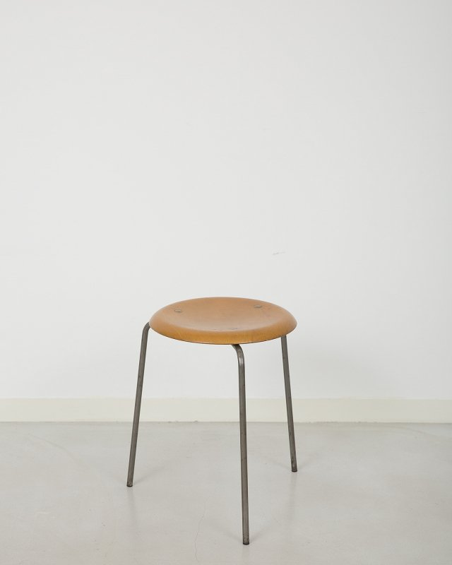 Arne Jacobsen  Dot Stool 3170