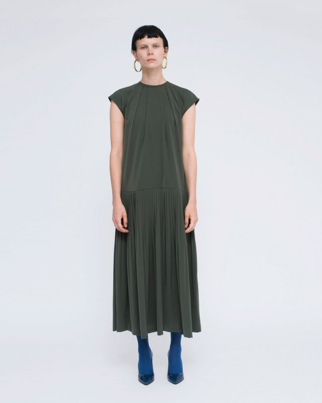 powdery stretch pleats dress
