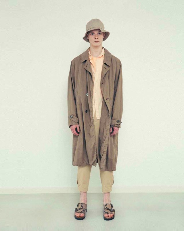 Compact lawn trench coat
