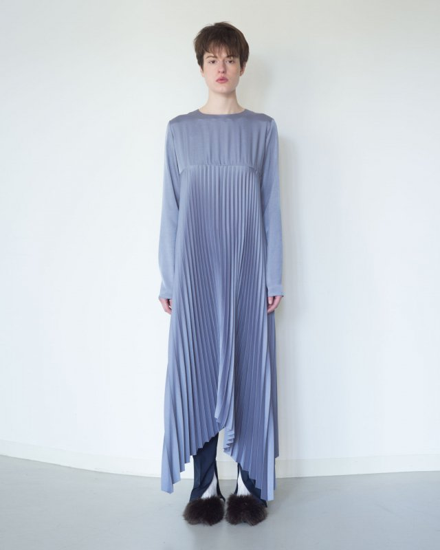 Silky twill stretch pleated dress