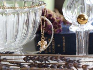 オリエンタルパールの花飾りネックレス