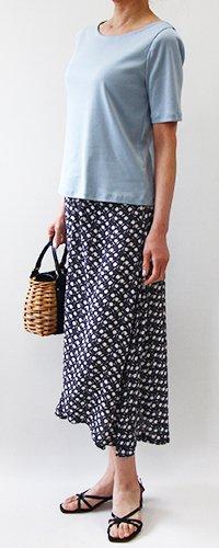 4分袖シンプルTシャツ