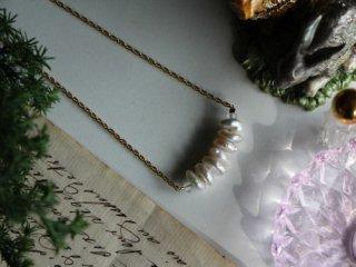 淡水パールの整列ネックレス