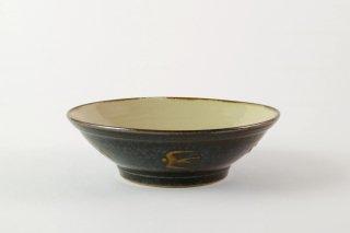 [当山友紀のやちむん(沖縄)]<br>5.5寸鉢外側に鳥が飛んでいます