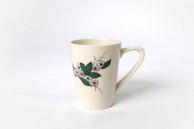 【再入荷】[バッチャン焼(ベトナム)]<br>花柄のマグカップ(赤と青の花)