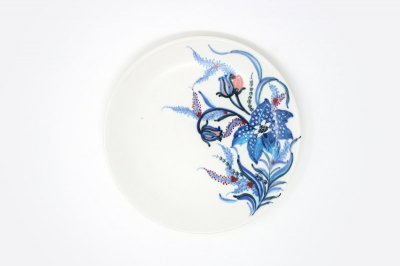 【再入荷】[バッチャン焼(ベトナム)]<br>美しい白地に鮮やかな色使いの花柄皿