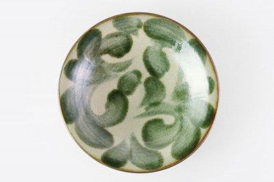 [当山友紀のやちむん(沖縄)]<br>7寸皿 緑の唐草