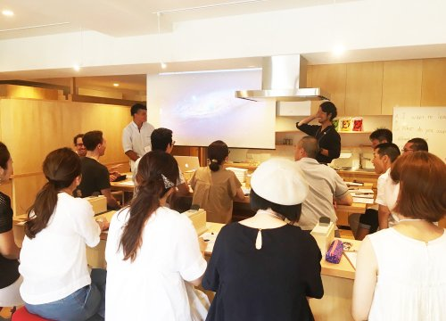 Fuji English Room 藤元先生のワークショップ<br> 「DASHI × ENGLISH - The secret  to traditional Japanese food -」