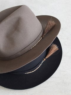 COMESANDGOES『RABBIT 100 HAT(HORSE HAIR DECORATION)』