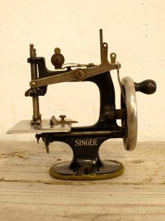 アメリカSINGERトイミシン Singer Model 20 Toy Sewing Machine