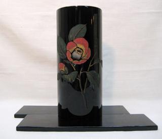 円筒花瓶(三彩彫)椿