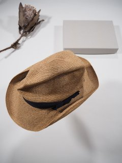 mature ha.  BOXED HAT 7�BRIM