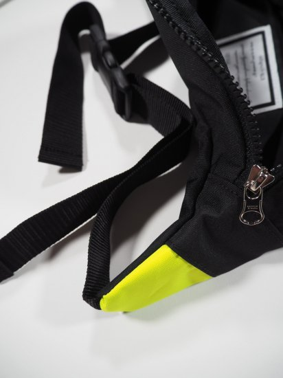 INTOXIC.  FANNY PACK  MS-013 2
