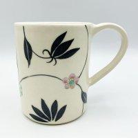 古賀智織 マグカップ 黒い花