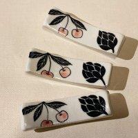 古賀智織 箸置き 黒い花