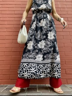 <img class='new_mark_img1' src='//img.shop-pro.jp/img/new/icons14.gif' style='border:none;display:inline;margin:0px;padding:0px;width:auto;' />【MONOTONE FLOWER PRINT DRESS】