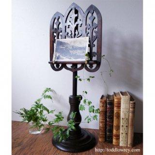 銘木で仕立てられた美しい譜面台/Pierced Caved Victorian Music Stand
