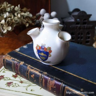 ケルビムが護るサマセットの歴史ある街/Victorian Crested China Vase