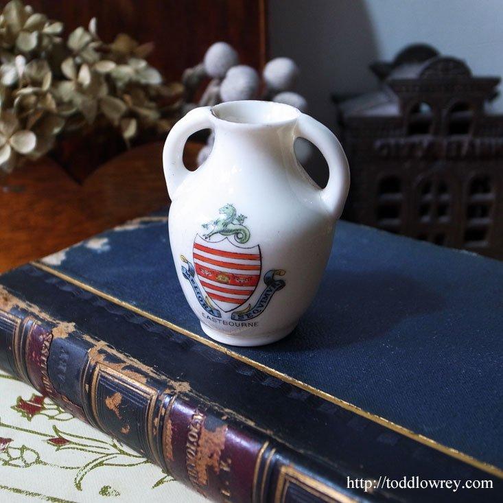 """イングランド港町の小さなアンフォラ/Victorian Crested China Vase """"EASTBOURNE"""""""