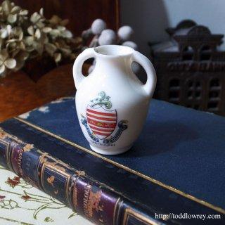 イングランド港町の小さなアンフォラ/Victorian Crested China Vase
