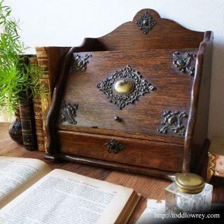 四芒星を掲げたオークの小家具/Antique Oak Letter Box with a Four-rayed Star