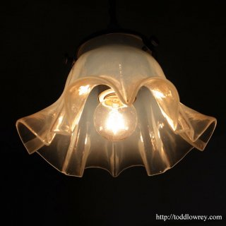 輝きに満たされる虹色の花/ Antique Opalescent Shade Pandantlamp B
