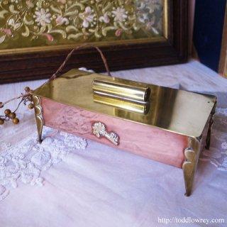 シャムロックを掲げたアールヌーヴォーの源泉/Arts & Crafts Shamrock Key Box