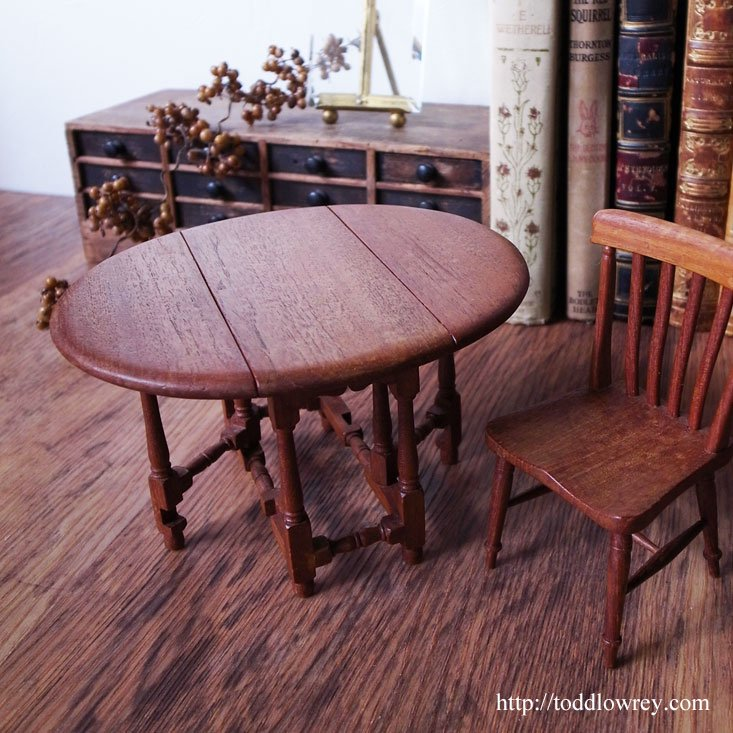 ミニマムな可動家具の美しさ / Vintage Miniature Gateleg Table