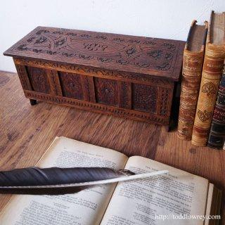 英国家具の原型をデスクトップで愛でる / Vintage Miniature Caving Coffer
