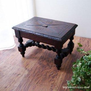 ヴィクトリアンの手仕事を小家具で愉しむ / Antique Victorian Caved Oak Stool
