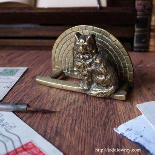 暖炉前の特等席を独占中 / Antique Brass Letter Rack