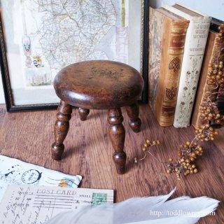あたたかな灯を乗せる小人のスツール / Antique Victorian Miniature Stool-Candle Stand