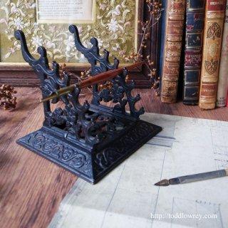アナログな筆記具でなければならない理由 /Antique Edwardian Cast Iron Pen Stand