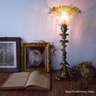 感動をよびおこす光の芸術 / Antique Brass Table Lamp & Enameled Edwardian Glass Shade