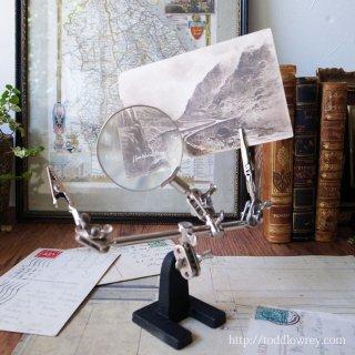 ひとのように覗き込む姿を愉しむ / Third Hand Magnifying Glass Stand