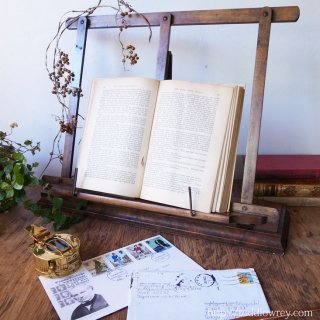 主役級の脇役/ Antique Walnut Folding Book Rest