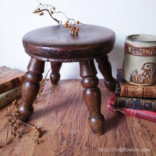 ちいさな贅沢を体現する小家具 / Antique Woden Small Stool