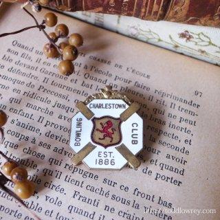 アザミをクレストにもつライオンのバッジ / Vintage Enamel Badge of Bowling Club