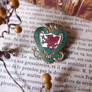 赤いドラゴンを囲む緑のハート / Vintage Enamel Badge of Bowling Club