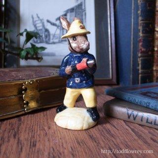 うさぎ消防士、消火中 / Vintage Royal Dolton
