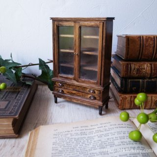 凝縮された英国家具の美 / Vintage Miniature Cupboard Doll House Scale