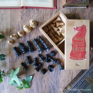 小さなツバメが届けるチェス駒セット / Vintage Staunton Boxwoood Chess Set by HOUSE MARTIN