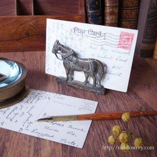 ちいさな馬が机上でスタンバイ/ Antique Brass Letter Rack