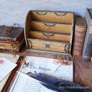 手仕事が生み出す豪奢な姿に酔う / Vintage Gold Embossed Leather Letter Rack