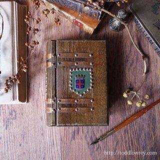 オーヴェルニュで最も高貴な街 / Vintage Book Style Wooden Box