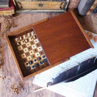 心強い旅の道連れ / Antique Travel Chess Set