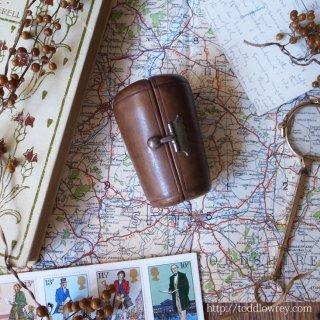 歩き疲れたらちょっと一杯 / Antique Glass with Leather Travel Case