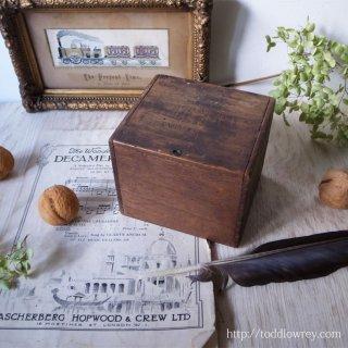 風格溢れるシンプルな木箱 /Antique Cigar Box
