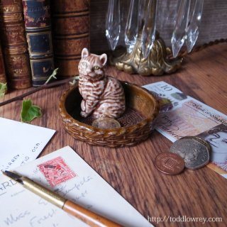 Vintage China Cat in the Bascket by Wade