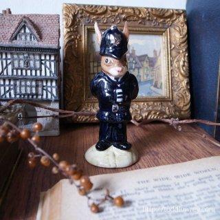 スコットランドヤードから来たウサギ警官 / Vintage Royal Doulton
